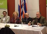 Autoridades en la mesa de presentación