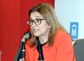Rosita Angelo frente al micrófono