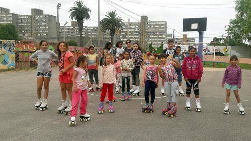 niñas patinando