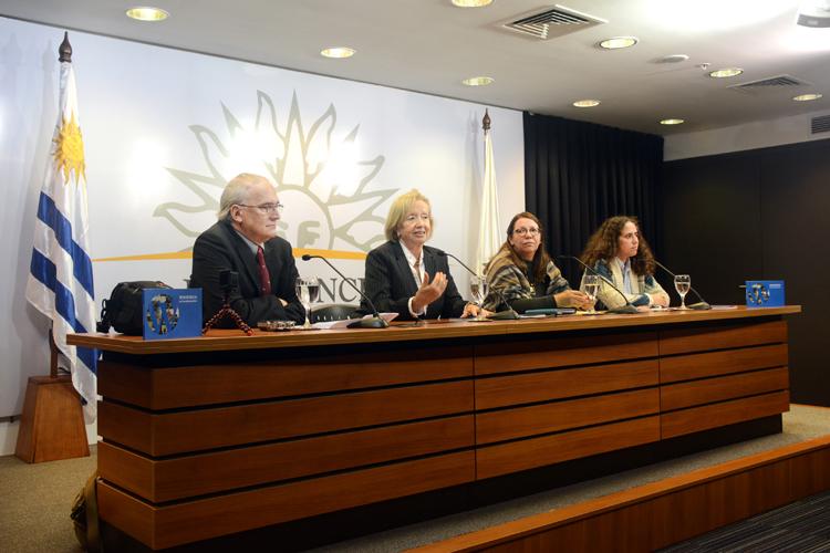 Autoridades en presentación del libro