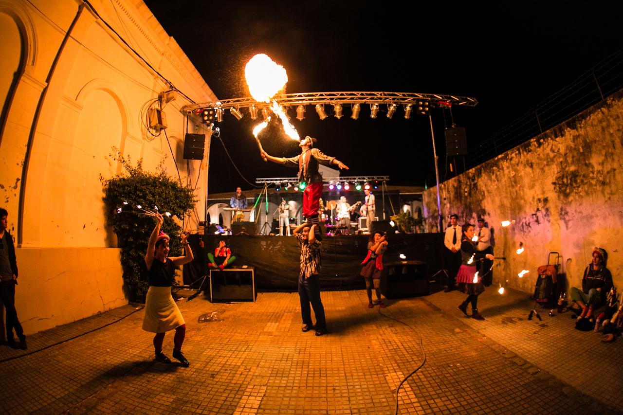 Espectáculo circense - Encuentro de Arte y Juventud 2012