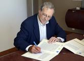 Ehrlich firmando convenio