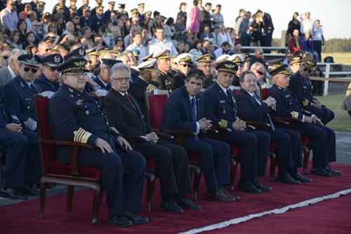 Vicepresidente junto a autoridades